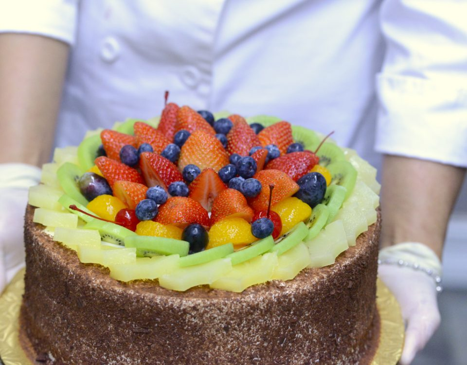 CHEZ PIERRE Baking Cake 3